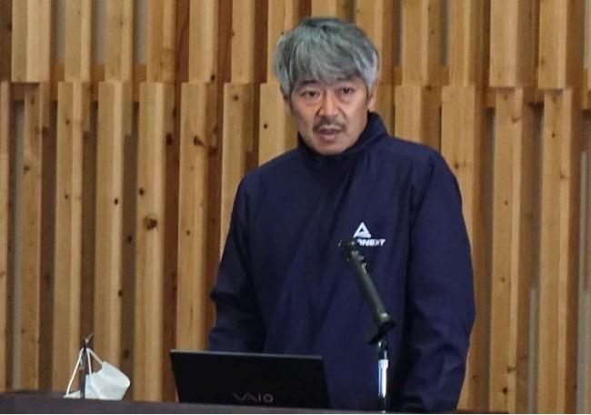 調印式で挨拶する エアロネクスト代表取締役CEO田路圭輔