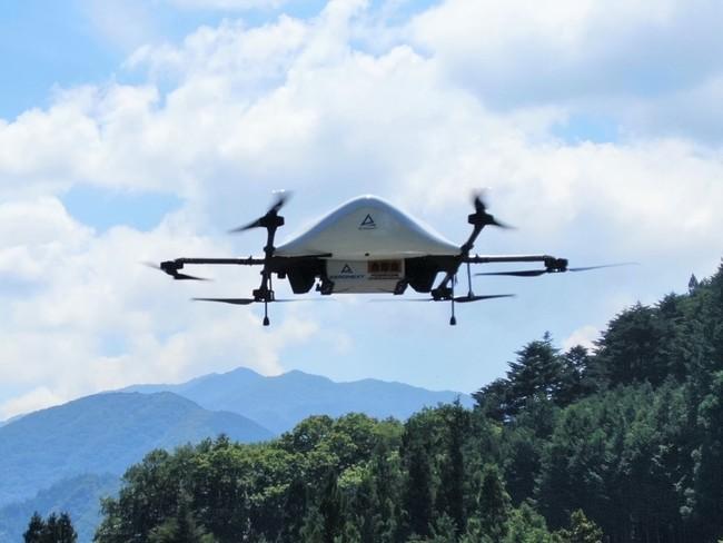 牛丼を運ぶエアロネクストの物流専用ドローンの最新試作機