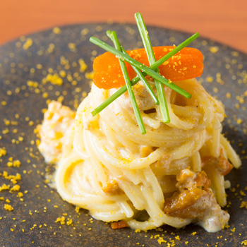 高級食材を贅沢に使ったLasen名物生うにとサルディーニャ産からすみのスパゲッティーニ