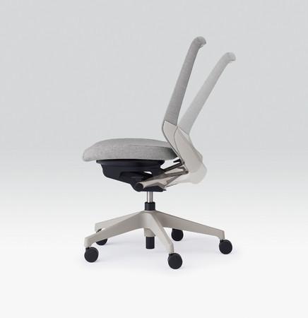 長時間快適に座ることができる「アンクルムーブ・シンクロロッキング機構」を採用