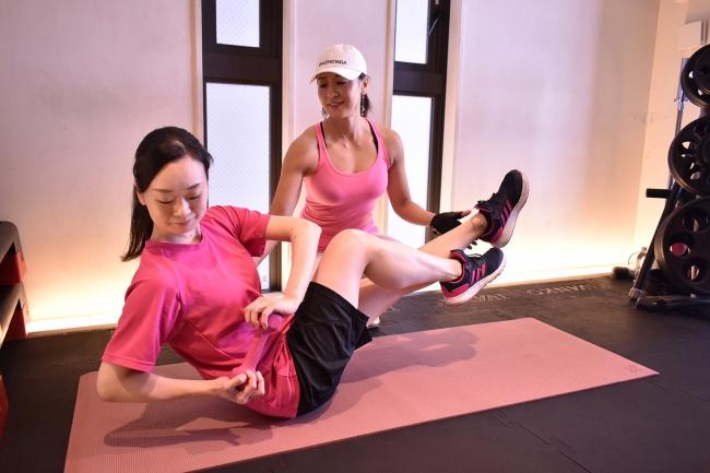 女性らしい美しいラインをつくるクビレ・トレーニング