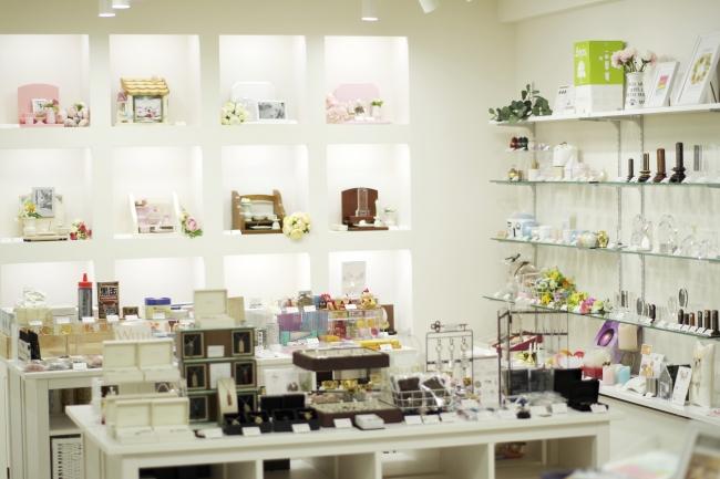 日本一の品ぞろえを誇るペット仏壇・仏具の専門店