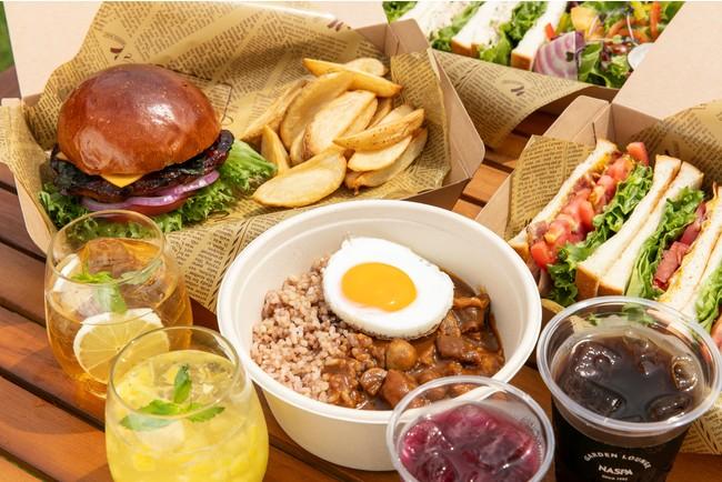 テイクアウトメニューも充実。お手軽なお昼にぴったりのランチボックスやニューオータニの味を楽しめるお弁当、SATSUKIスイーツなどをお部屋や室外でお召し上がりいただけます。