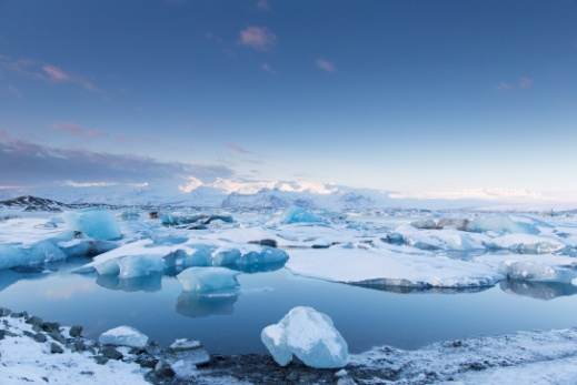 「ヨークルサルロン氷河湖」「写真:アフロ」
