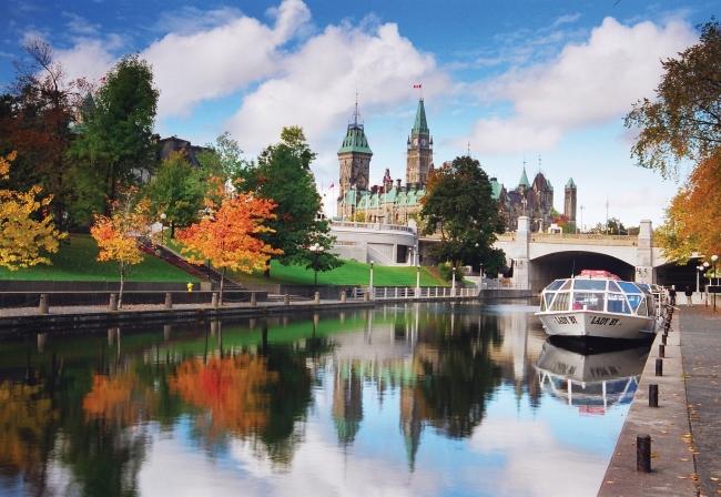 世界遺産リドー運河/オタワ (C)オンタリオ州観光局