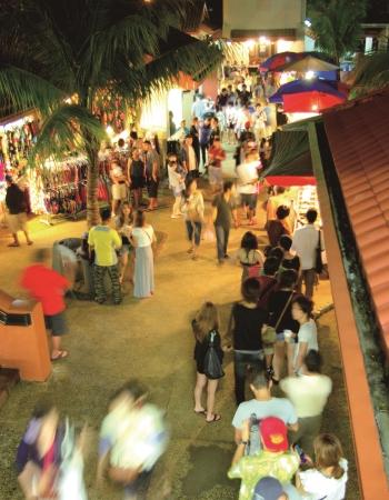 チャモロビレッジナイトツアー (写真提供:グアム政府観光局)