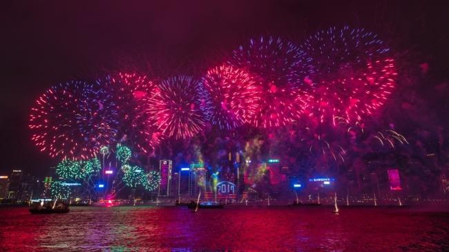 カウントダウン花火(C)香港政府観光局
