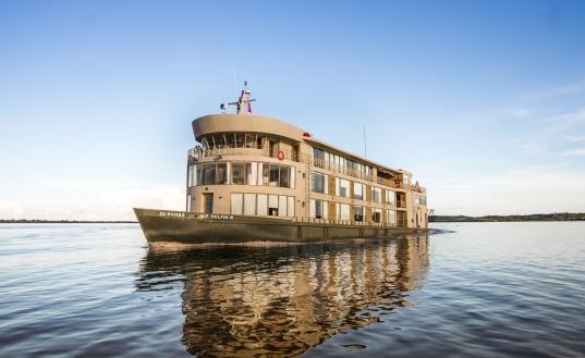「デルフィンIII号」(C)Delfin Amazon Cruise