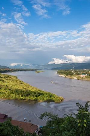 タイ・ラオス・ミャンマーの国境 (展望台からの眺め)