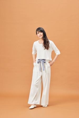 ラグラン5分袖 白厚地:¥22,000(税抜) ワイドパンツ 白厚地:¥24,000(税抜)