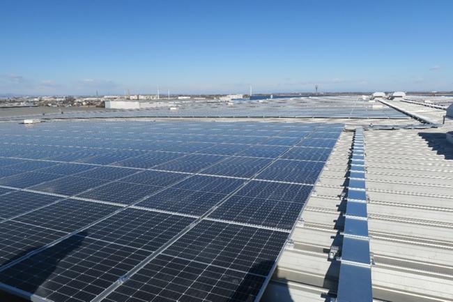 「ベネックス川越ソーラーポート」屋上設置太陽光パネル