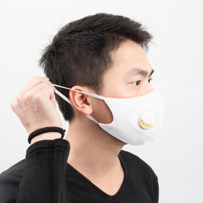 マスクは柔らかいゴムを使って耳に負担が少ない