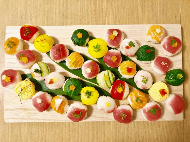 外角人からの人気メニューの1つ、  てまり寿司。  味はもちろんその見た目の華やかさも人気の理由。
