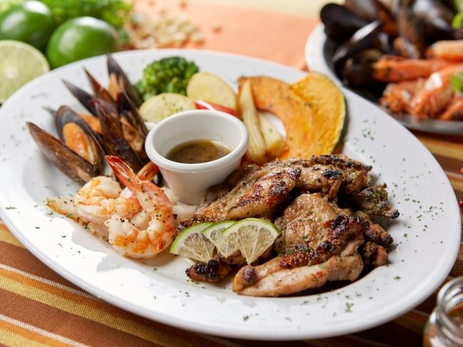 カリブのソウルフード シーフード&野菜とチキンのジャーク・プレート