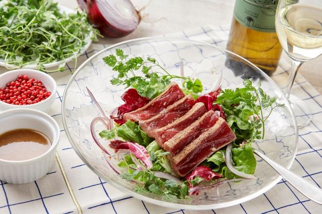 プロヴァンスの風香る地中海産炙り本マグロのサラダ
