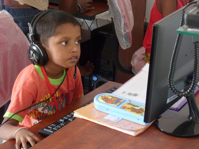 スリランカにおける「すらら」学習の様子