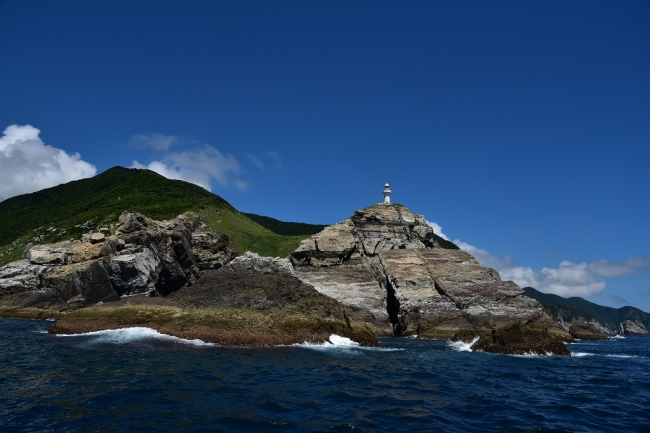 海から望む大瀬崎灯台