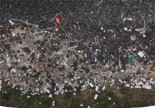 海ごみが大量に漂着している三井楽海岸<三井楽半島西岸(五島市)>