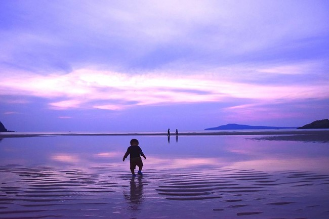 日本一美しい砂浜と言われる高浜海水浴場の夕暮れ