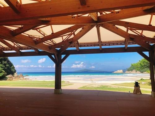 日本一美しい砂浜といわれる「高浜海水浴場」