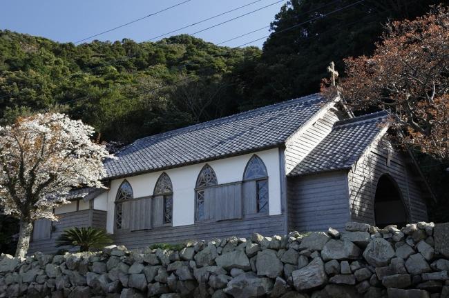 旧五輪教会堂と桜