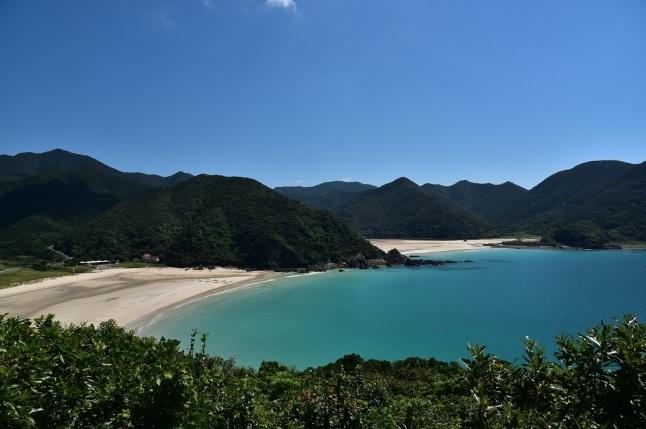 日本一美しい砂浜と言われる「高浜海水浴場」