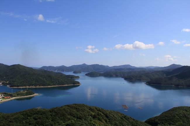 御岳頂上から望む玉之浦湾