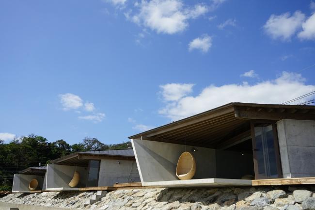 奄美の伝統とモダンな空間が融合したビーチフロントヴィラ「伝泊 The Beachfront MIJORA」