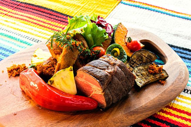 US産牛肉のローストビーフとポークスペアリブのプラッター盛り~夏を感じて~ ※写真はイメージです。