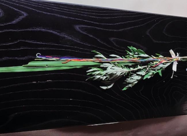菖蒲や五色の紐で薬玉(くすだま)作り