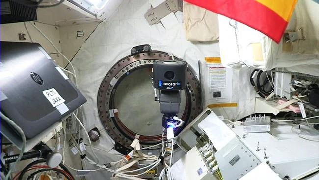 「きぼう」船内 space avatar