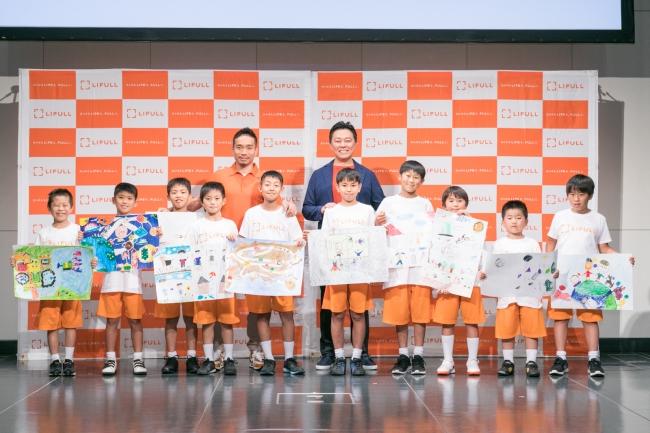 中央左:長友佑都氏 中央右:株式会社LIFULL 代表取締役社長 井上高志