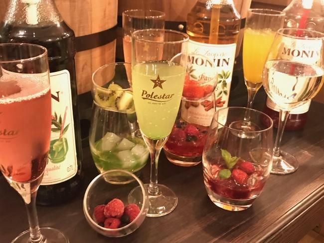 ワイン・スパーク・サワーソフトドリンク・MONINフルーツシロップなどから選べます