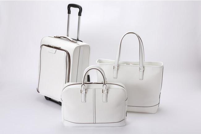 左から、キャリーバッグ 198,000円、 ブリーフケース 83,600円、ラージトート 81,400円