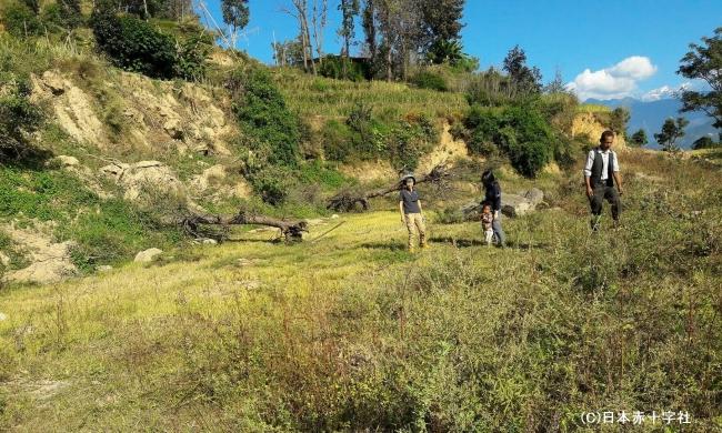 ネパールの山間地では貴重な平地。地域の方が「学校のためなら」と土地を寄付して下さいました。