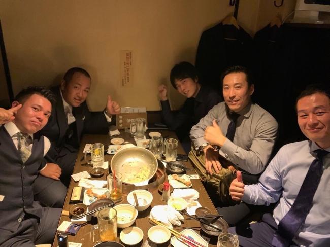 保代協定例会後に、30代保険代理店経営者5名で会食と意見交換を行いました。(右奥が当社CEO津崎)