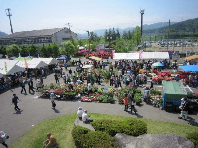 植木、種苗、地元・近隣市町の特産品を販売