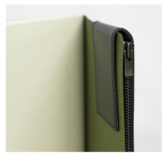 フタ部分にはマグネットが内蔵されており、ノートなどに挟むことも可能。