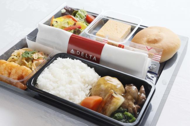 エコノミークラス「メインキャビン」機内食の一例