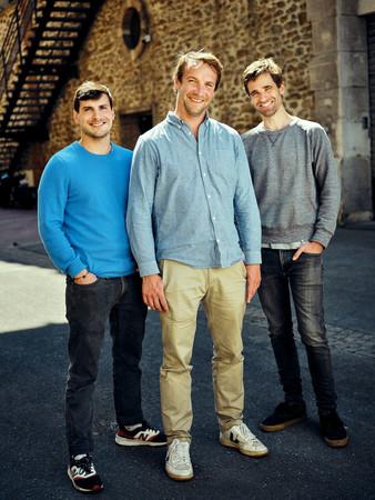 (左から) 共同創設者のクエンティン・ル・ブルースター、 ティボー・フグ・ド・ラローズ、ヴィアニー・ヴォートの 3人