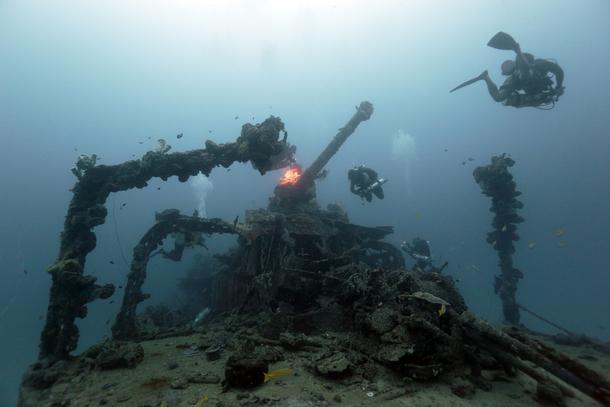 駆逐艦『追風』主砲とダイバーーチューク(トラック諸島)