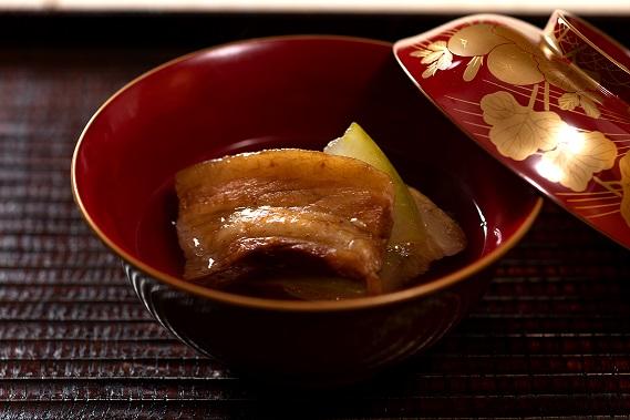 あぐー豚のラフテー、琉球煮物椀、冬瓜とハンダマ添え