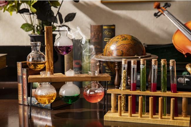 「魔法の実験室」をイメージしたデコレーション&スイーツ