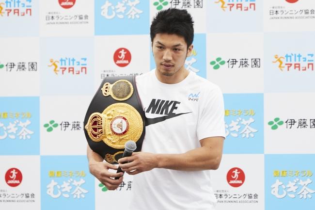 ▲村田選手とチャンピオンベルト