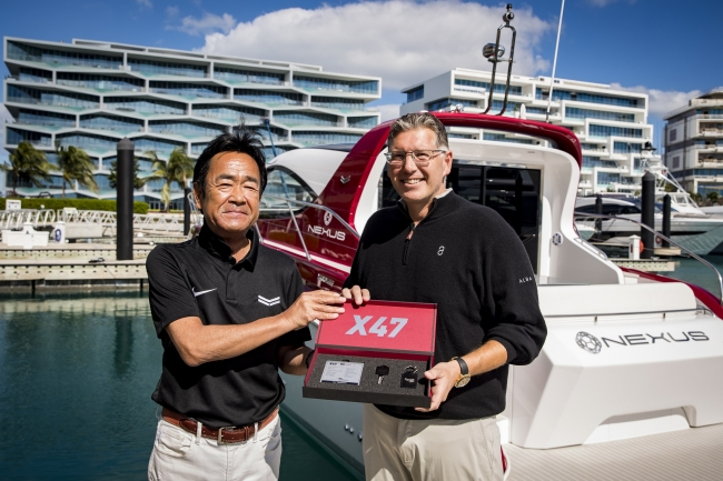 <Yanmar's Ken Araki and Christopher Anand of NEXUS with the X47 Express Cruiser>
