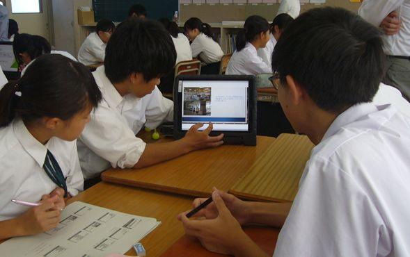 第44回実践研究助成校での校内授業研究会の様子