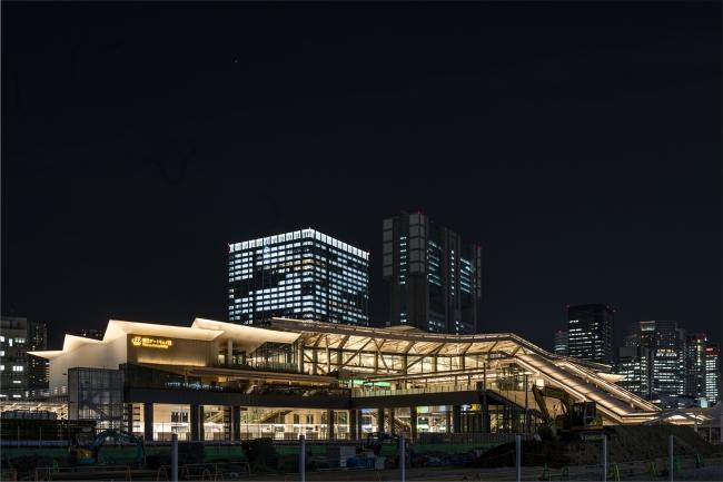 JR東日本の「高輪ゲートウェイ」駅を、パナソニックの照明が演出