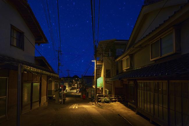 「星空に優しい照明(IDA認証防犯灯)」に取り換えられた美星町(モデル地区)