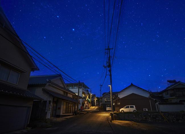 「星空に優しい照明」への交換が進む美星町内のモデル地区
