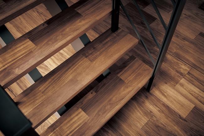 床材との統一感がある幅広の突板を採用